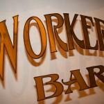 Glas Schild Workers Bar